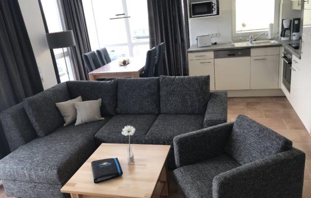 Sitzecke und offene Küche